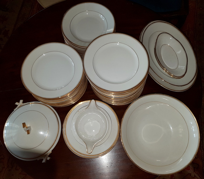 IMPORTANT SERVICE DE TABLE PORCELAINE / IMPORTANT PORCELAIN TABLE SET