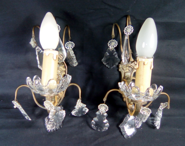 PAIRE D'APPLIQUES A PAMPILLES 1 FEU / PAIR OF CRYSTAL PAMPILLES 1 LIGHT