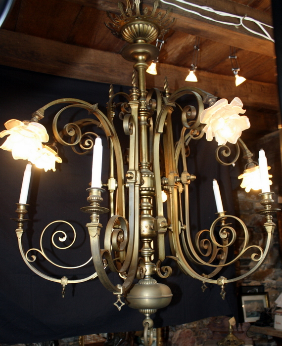 IMPOSANT LUSTRE BRONZE A GAZ ET ELECTRICITE /IMPOSING BRONZE LUSTER WITH GAS AND ELECTRICITY