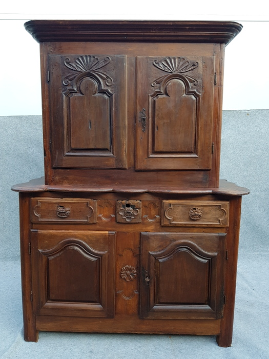 BUFFET 2 CORPS BORDELAIS / BORDEAUX 2 PARTS CUPBOARD
