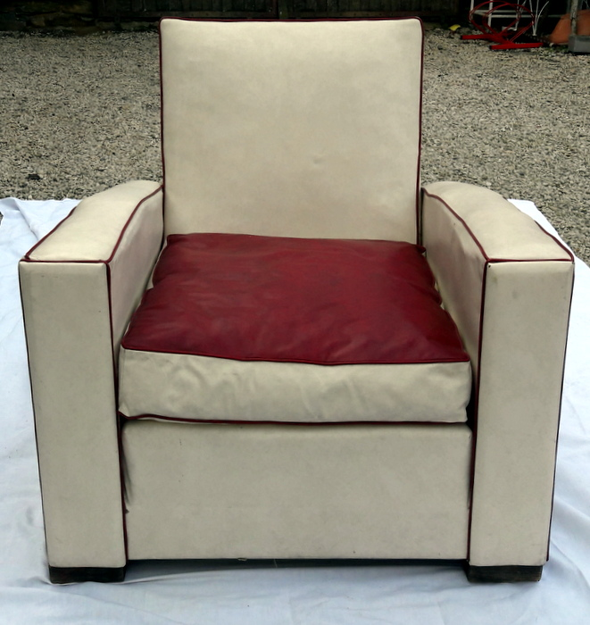 FAUTEUIL CLUB ROUGE ET BLANC / RED AND WHITE CLUB ARMCHAIR