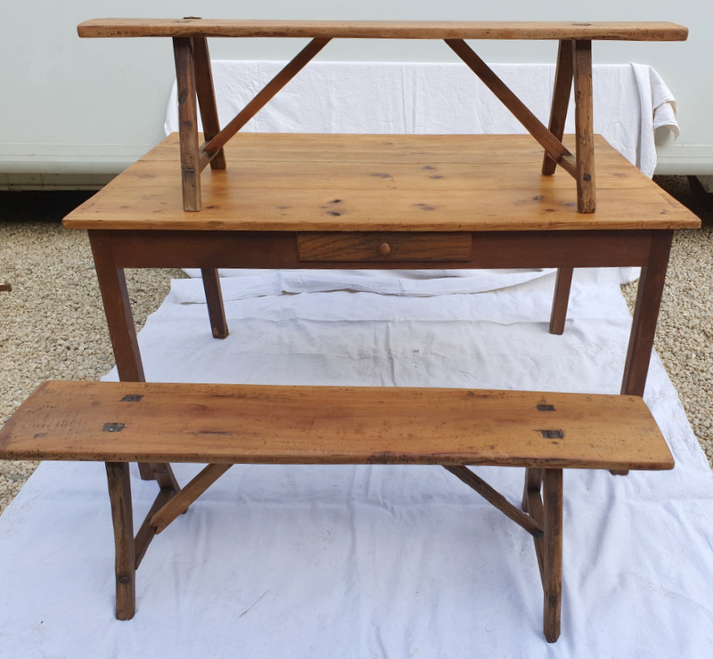 PETITE TABLE DE FERME + 2 BANCS/ SMALL FARM TABLE + 2 BENCHES