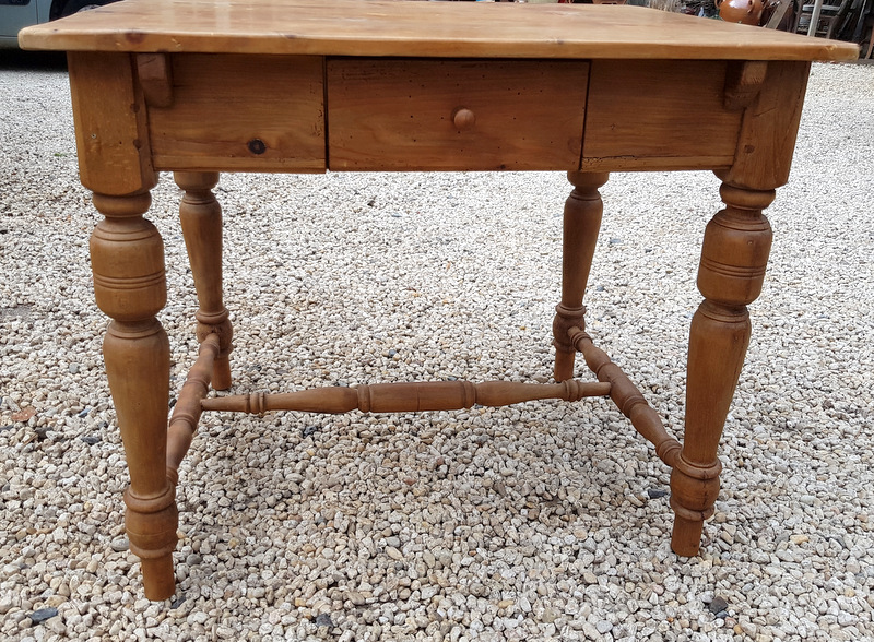 PETITE TABLE BUREAU PIN CIRE/ SMALL TABLE DESK IN WAX PINE