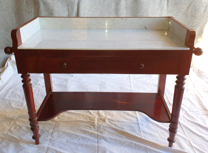 TABLE DE TOILETTE ACAJOU/ MAHOGANY TOILET TABLE